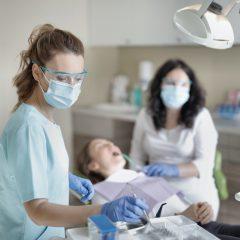 Waarom je om het half jaar op controle bij de tandarts moet